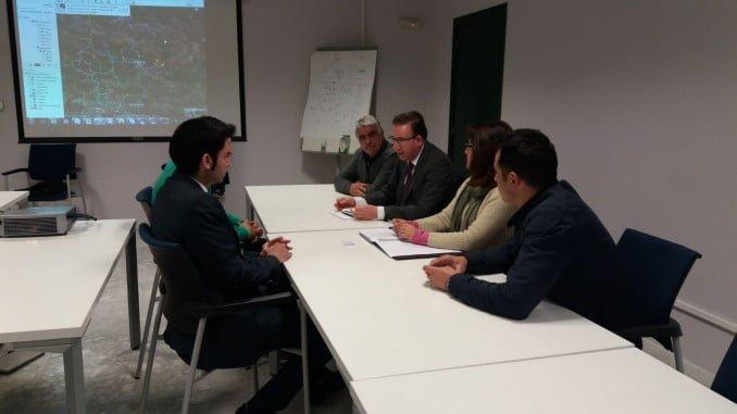 eunión de los representantes de Endesa con las primeras autoridades de Aracena, Punta del Moral y Corteconcepción.