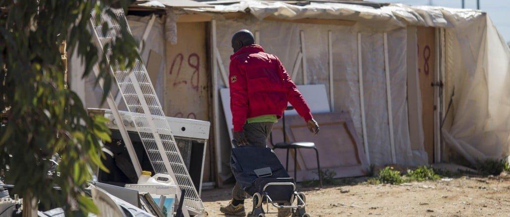 IU urge a las administraciones a acabar con los asentamientos chabolistas de inmigrantes