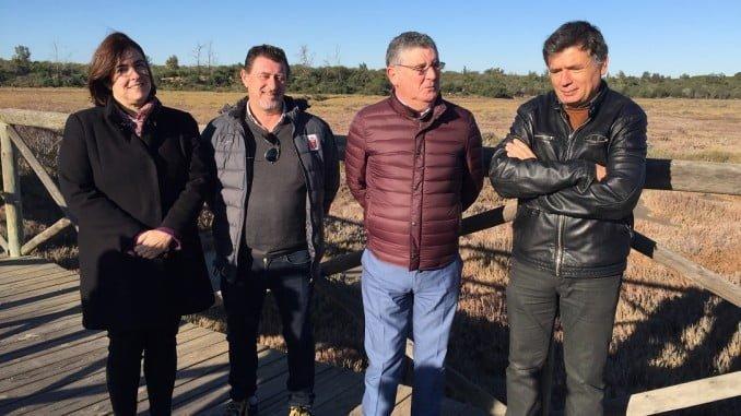 El delegado de Medio Ambiente, junto a la alcaldesa de Aljaraque, visita las Marismas de Las Carboneras