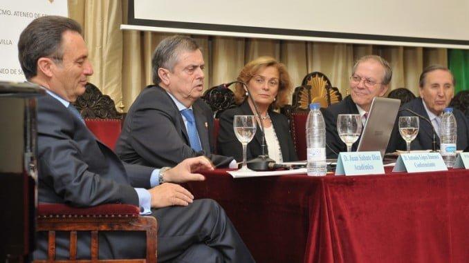 Antonio López diserta sobre la historia de la radiología en el Ateneo de Sevilla