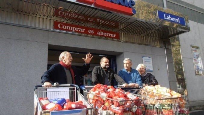 Entrega de alimientos de IU para la población refugiada saharaui