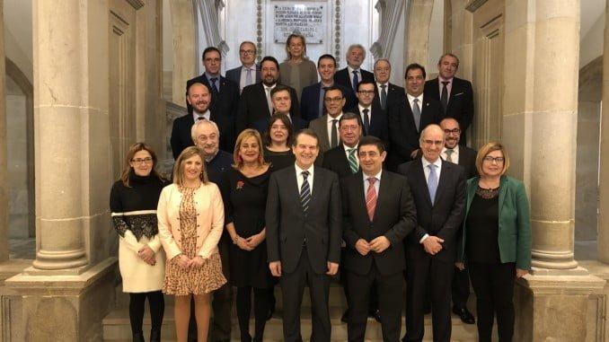 Foto de familia de presidentes de las diputaciones y cabildos en Pontevedra