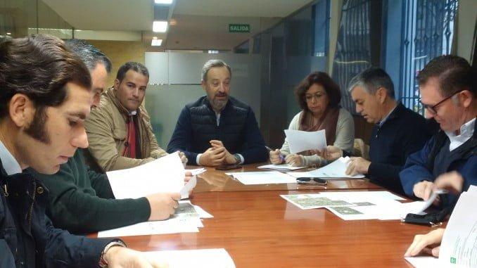 Reunión de miembros de AECO con Agencia de Vivienda y Rehabilitación de Andalucía y el concejal de Urbanismo