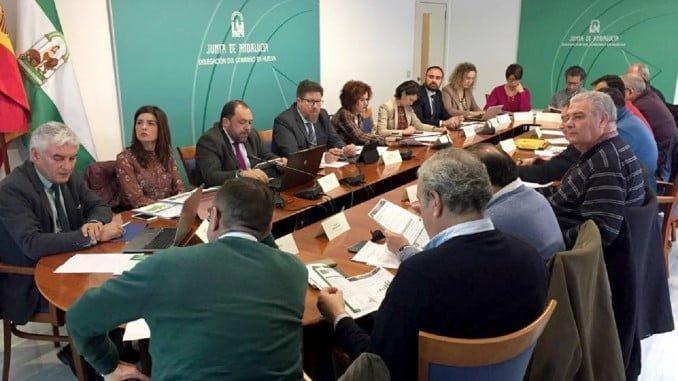 El consejero de Agricultura ha presidido en Huelva la Mesa de los Frutos Rojos