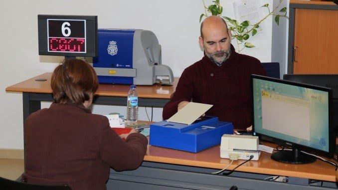 Las oficinas de Huelva, Ayamonte y DNI móvil expiden 14.760  documentos de identidad más que en 2016