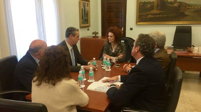 Reunión de representantes de FEIQUE y María Eugenia Limón