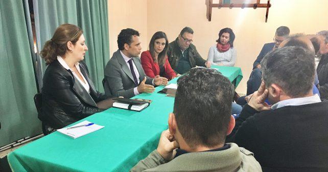 El PSOE informa al sector del mueble sobre las ayudas de la Junta al sector