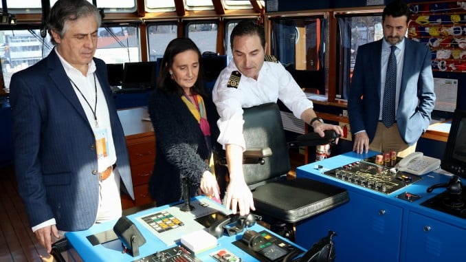 Grávalos, durante su visita al buque de Salvamento Marítimo María Zambrano