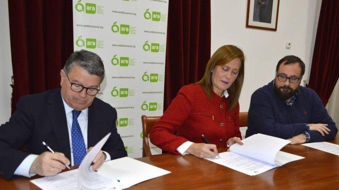 La presidenta de ARA y el presidente de Eticom firman un convenio de colaboración