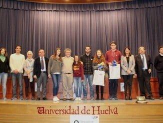 Foto de familia de los ganadores de las Olimpiadas de Geología en la UHU