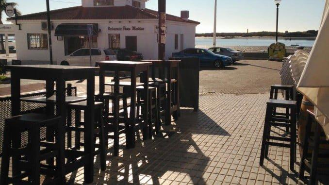 Veladores de la calle Odiel, en El Rompido