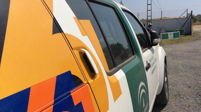 Una ambulancia de la Junta de Andalucía en la aldea almonteña