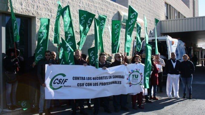 Csif protesta en el Hospital Juan Ramón Jiménez ante el colapso en Urgencias