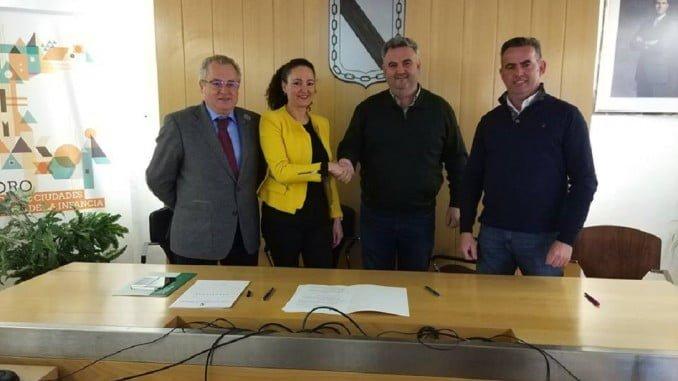 Firma del contrato de adjudicación de las obras del nuevo centro de salud de Gibraleón