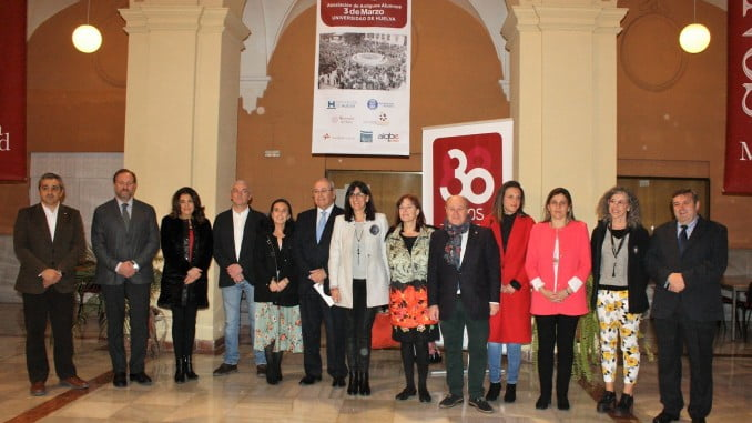 Momento de la inauguración de la exposición sobre el 3 de Marzo en el campus de La Merced