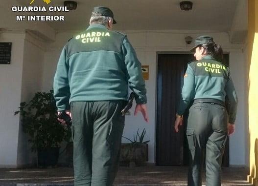 La Guardia Civil auxilia a un hombre de 74 años que se cayó en su vivienda