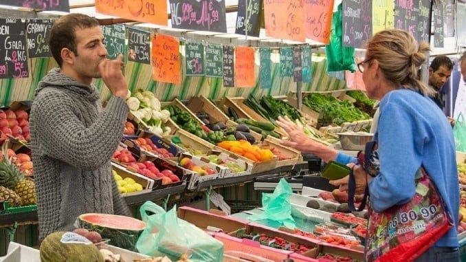 Los precios bajaron un 1,1% en enero, su mayor recorte mensual en dos años