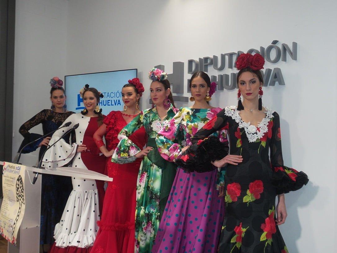 Algunas de las modelos en la presentación de esta cita con la moda flamenca
