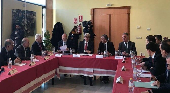 Reunión de Carnero con representantes de Aiqbe
