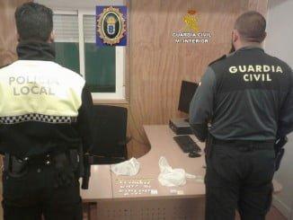 Las 35 dosis de cocaína que el individuo llevaba en el vehículo con el que se dio a la fuga
