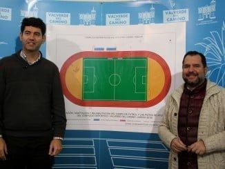 El alcalde de Valverde y el concejal de Economía presentan el nuevo complejo deportivo de Valverde
