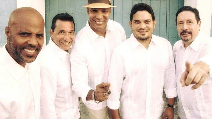 Componentes del grupo musical Son de Cuba.