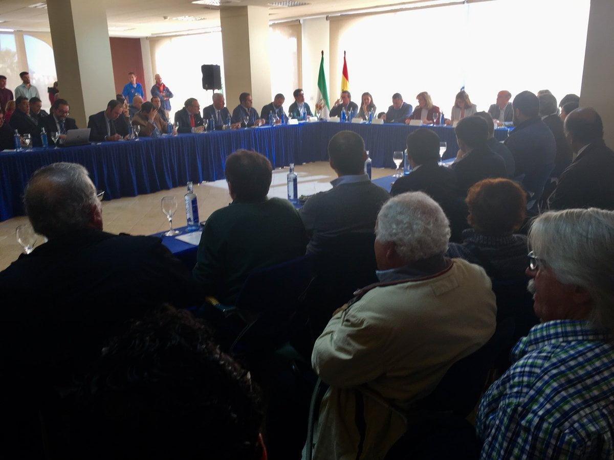 La titular de Empleo se ha reunido con empresarios, alcaldes y representantes de los afectados
