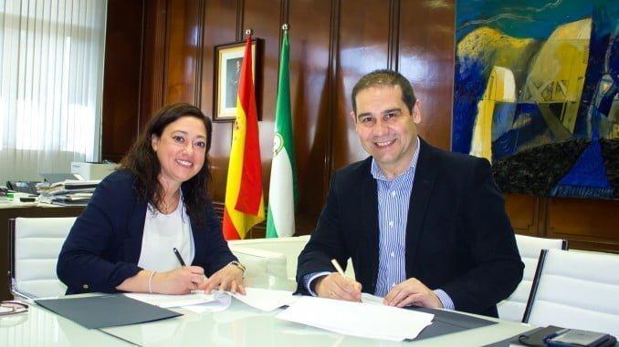 Firma del patrocinio deportivo del Sporting Club Huelva, que ahora se llamará Sporting Puerto de Huelva