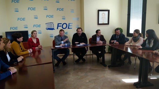 Firma del convenio entre la FOE y el hospital Juan Ramón Jiménez