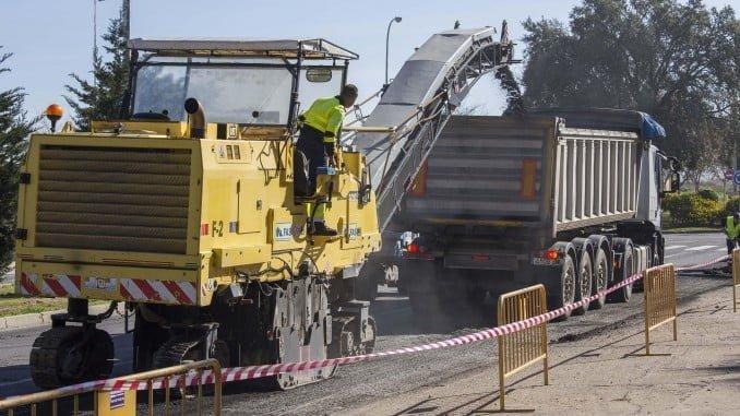 Obras de asfaltado en la calle Juan Nicolás Márquez