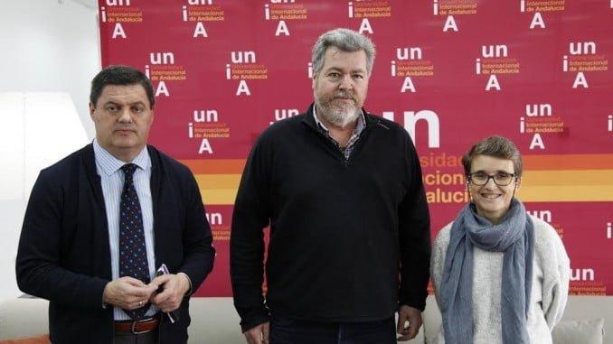 Juan López Uralde junto a Agustín Galán y María de la O Barroso