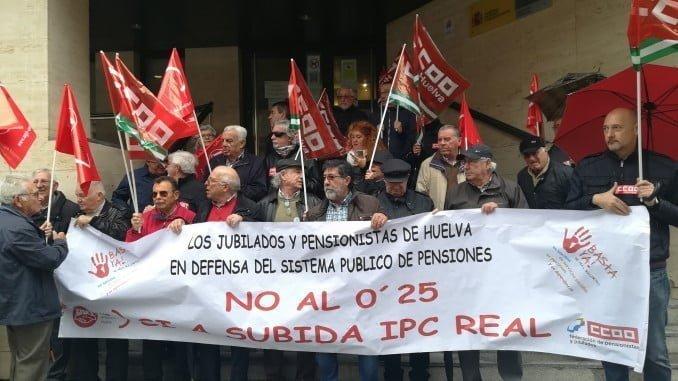 Pensionistas concentrados en Huelva