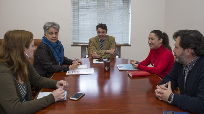 Reunión de representantes de Amecoop con el Ayuntamiento de Huelva para poner en marcha la iniciativa