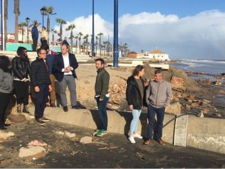 Visita realizada por el parlamentario y portavoz provincial, Julio Díaz, a la playa de Isla Cristina