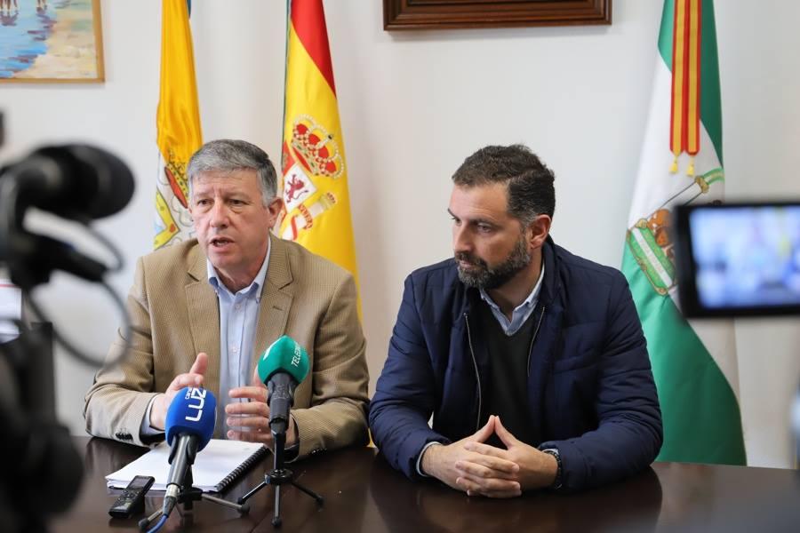 Carmelo Romero y Gustavo Cuéllar evalúan los daños del temporal en Mazagón