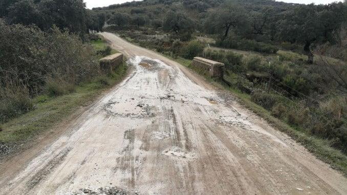 Carretera provincial en estado impracticable entre La Granada de Riotinto y Nerva