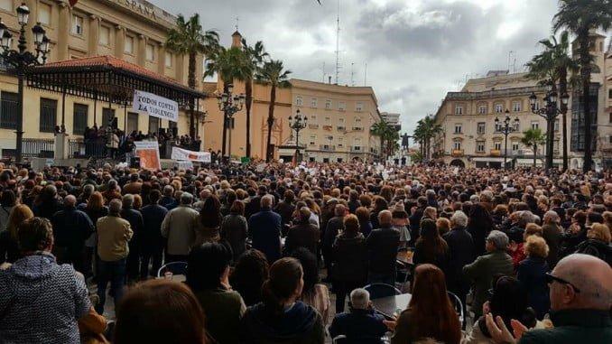 Unas 6.000 personas acudieron hoy a la concentración convocada en la Plaza de las Monjas