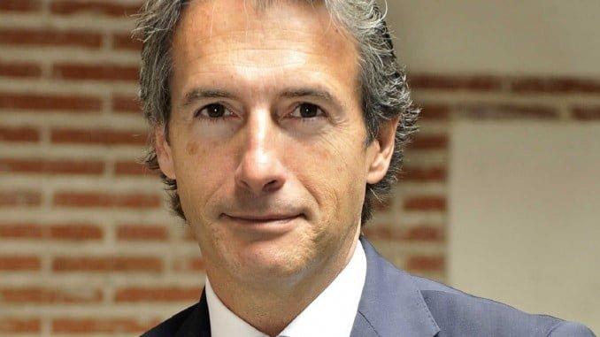 De la Serna ha explicado a los empresarios de Huelva el estado de los planes relativos a la provincia de su departamento