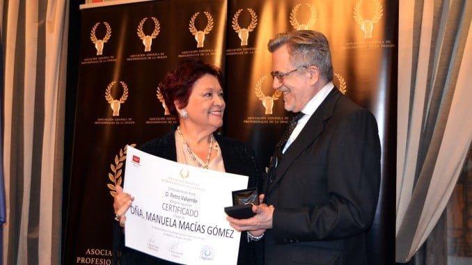 La labor de Manuela Macías ha sido reconocida por la Asociación Española de Profesionales de la Imagen