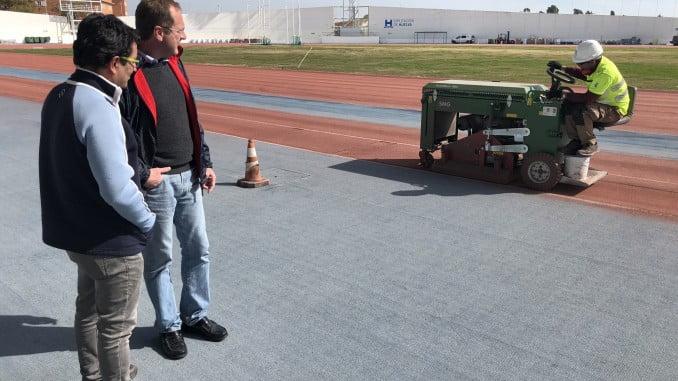 El diputado de Deportes visita las obras de pavimentación del iberoamericano