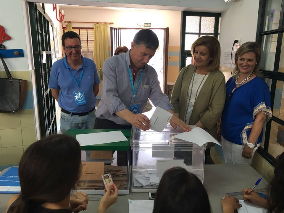 votando carmelo romero