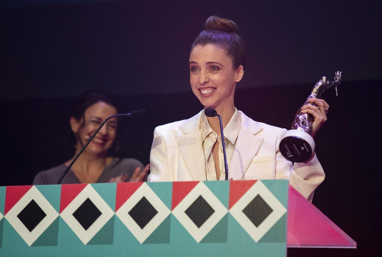 Leticia Dolera con el Premio Luz