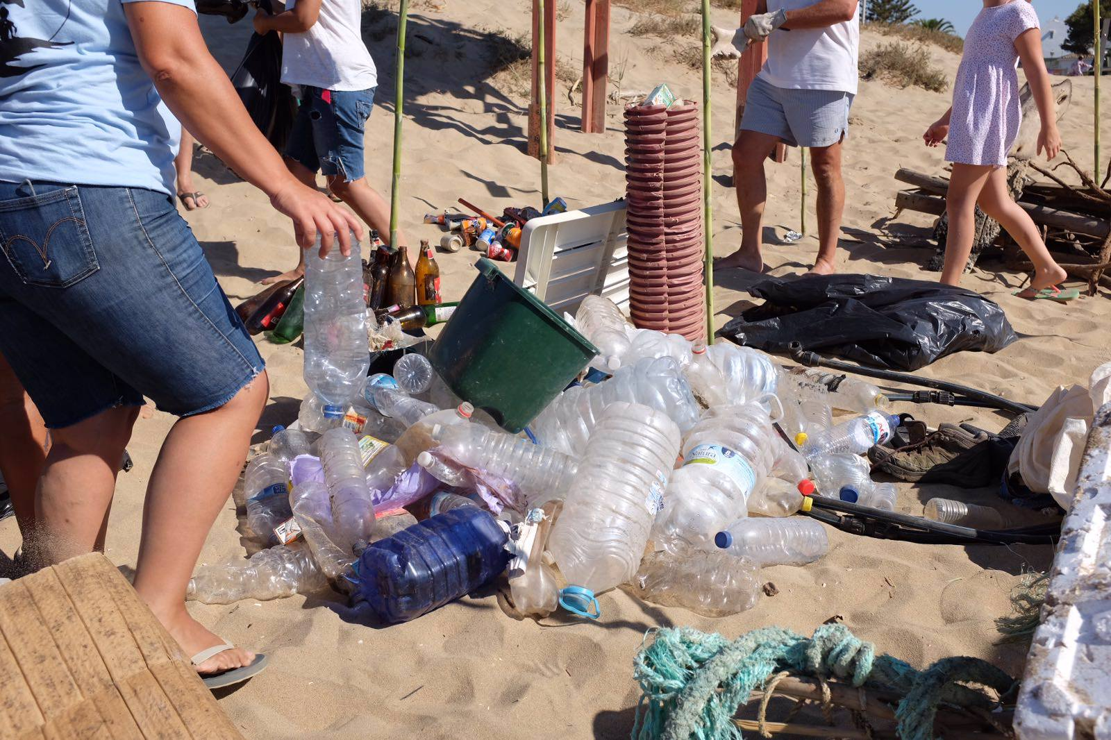 limpieza playa isla canela4