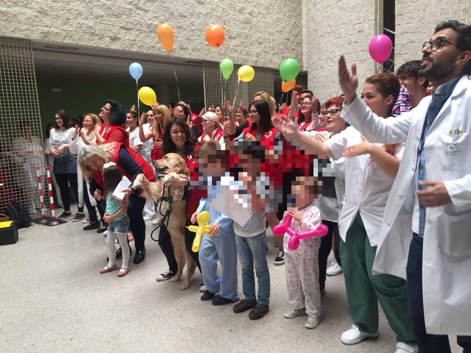 Foto grupal en el Hospital Juan Ramón Jimenez