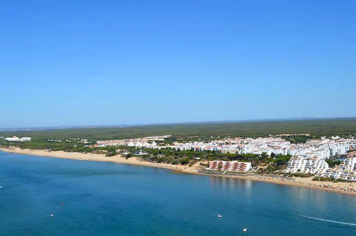Los turistas que llenan los numerosos hoteles del área de El Rompido necesitan servicios de caldidad