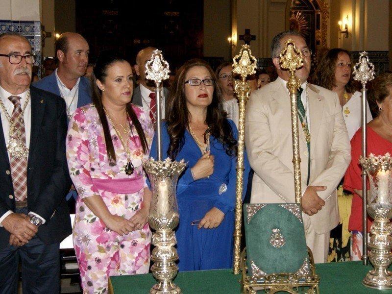Grao, junto al presidente de la Hermandad, el vicepresidente y las ya nuevas hermanas mayores en la Misa