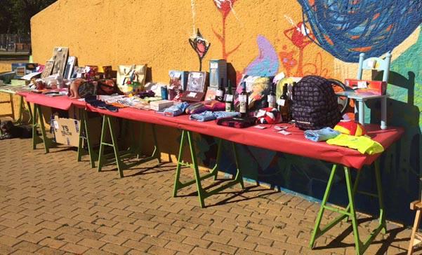 Tómbola con objetos donados por el pueblo isleño, para recaudar fondos