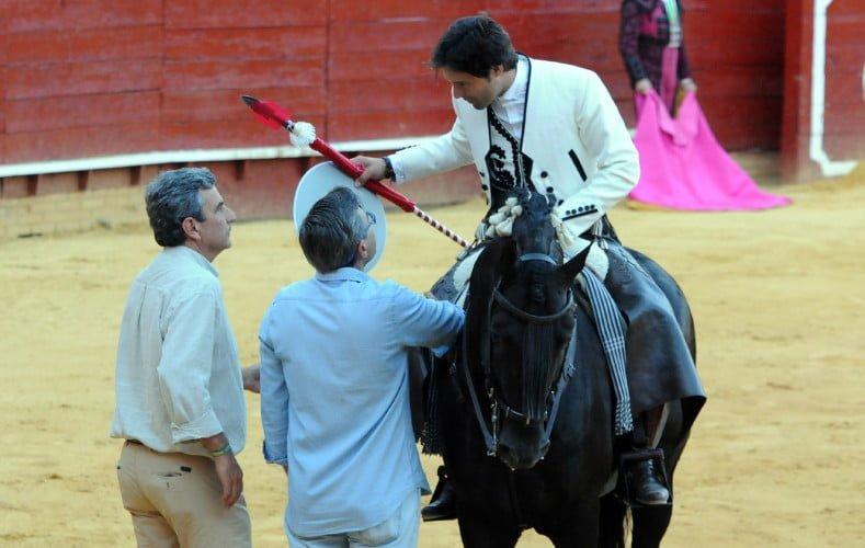 El onubense Andrés Romero brindó el toro a los empresarios de La Merced.