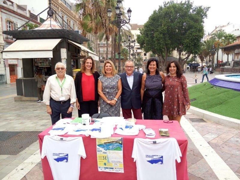 López ha visitado la mesa informativa instalada por AFA en la capital