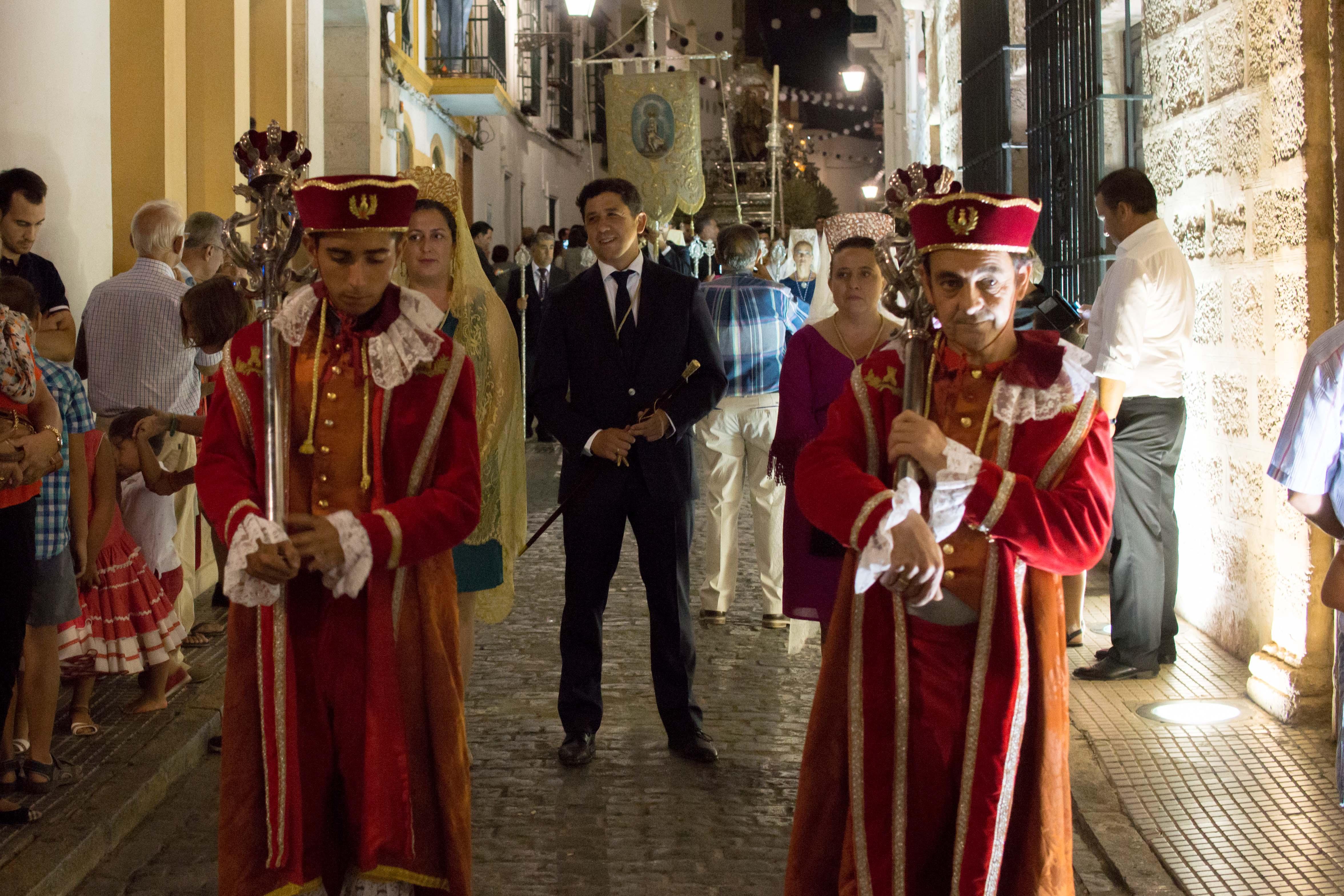 El alcalde de Ayamonte en la procesión.